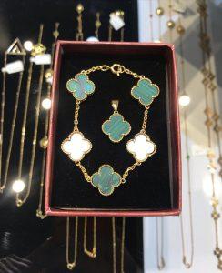 گالری طلا سلمان زاده در عرش آجودانیه تهران